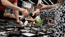 ¿Portar armas de fuego en público y sin licencia? El proyecto de ley en Texas que causa preocupación y polémica