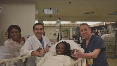 Una madre celebra con una sonrisa tras dar a luz a seis bebés en un hospital de Houston
