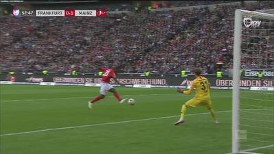 Obra maestra de Mateta y Ujah define para poner el 0-1 del Mainz ante el Eintracht