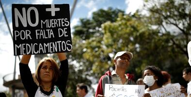 """""""Este gobierno nos está matando"""": la desesperación de los enfermos renales en Venezuela"""