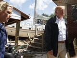 """Al menos conseguiste un buen barco"": comentario de Trump a un hombre en New Bern en cuya casa encalló un yate por Florence"