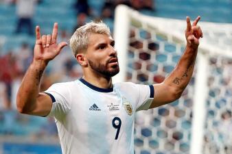 En fotos: Argentina sufre, pero hace su tarea contra Catar y clasifica en la Copa América