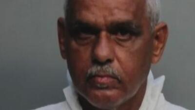 Un hombre es acusado de asesinar a puñaladas a su esposa y suegra