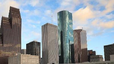 Calor intenso y cielo parcialmente nublado para este viernes en Houston