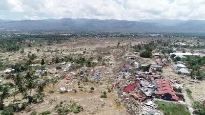 Imágenes aéreas: destrucción en Indonesia tras terremotos y tsunami que dejan más de 800 muertos