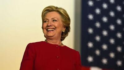 Hillary Clinton ratifica su promesa de no separar a las familias indocumentadas en una entrevista con El Bueno, La Mala y El Feo