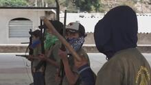 Piden maestros y seguridad: Niños de una comunidad en México son entrenados con armas para defenderse de la criminalidad
