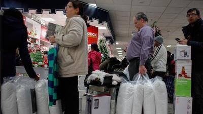 La locura de compras por el Black Friday sigue en EEUU