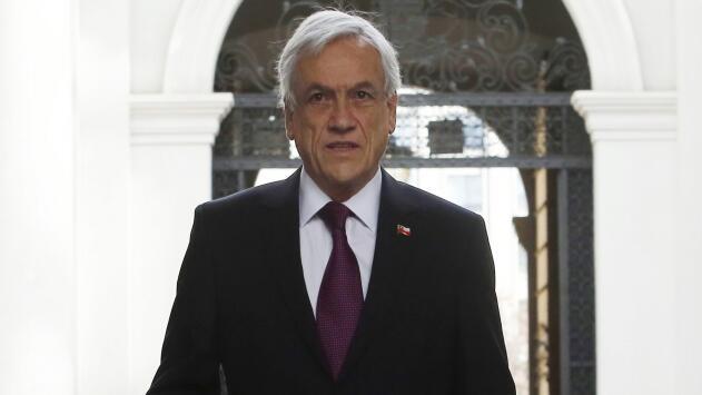 El presidente de Chile cancela viaje a Argentina para seguir de cerca la búsqueda de avión siniestrado