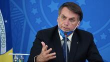 """""""¡Cállate!"""": el presidente de Brasil insulta a una periodista que le preguntó por el uso del tapabocas"""