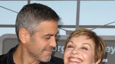 Madre de Clooney feliz con su compromiso