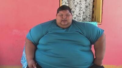 Con más de 700 libras de peso, este hombre pide ayuda porque no logra adelgazar
