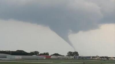 El Servicio Nacional de Meteorología confirmó que un tornado tocó tierra en Waukegan