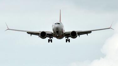 Se pierde el contacto con un Boeing 737 en Indonesia, poco después de despegar