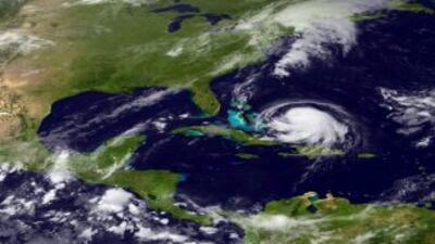 Joaquín se convierte en huracán categoría 3 en su ruta a las Bahamas