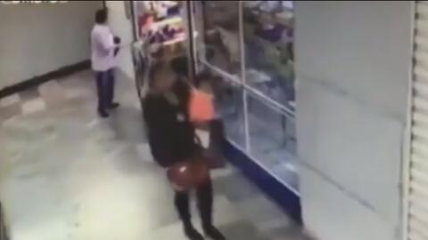 Captan en video a la mujer que aparentemente se llevó a una bebé de un hospital en México