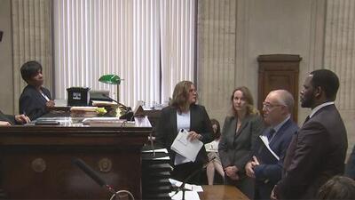 El cantante R. Kelly se presenta este martes en una corte de Chicago para enfrentar cargos de delitos sexuales
