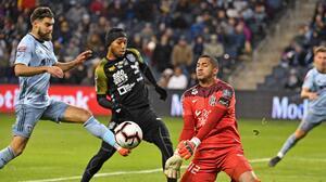 """Sporting KC reconoció que el arquero de Independiente se agigantó: """"Creí que era Gianluigi Buffon"""""""