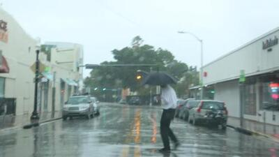 Las fuertes lluvias continuarán durante este martes en Miami