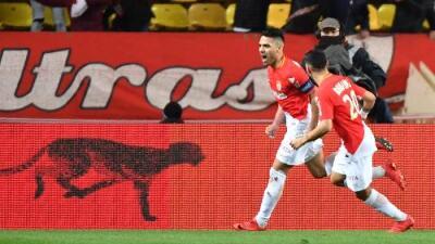Mónaco le remonta al Lyon jugando con diez y gol de Falcao