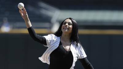 Diana Pérez lanzó la primera bola durante el partido de los White Sox