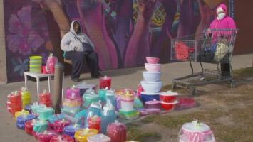 Ante la falta de empleo, así se ganan la vida muchos migrantes en los barrios latinos de Chicago