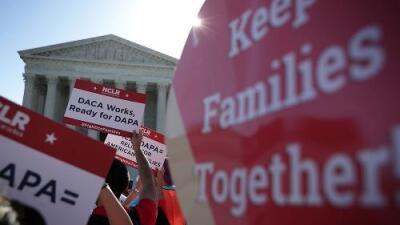 La Corte Suprema mantiene vivo DACA tras rechazar la revisión urgente de su cancelación como pedía Trump