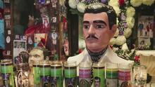 """A Jesús Malverde lo conocen como el """"bandido generoso"""" y sus seguidores en México y EEUU aseguran que hace """"milagros"""""""