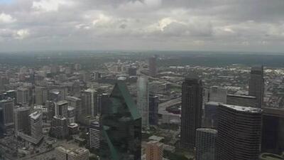 Aumenta el nivel de riesgo de tiempo severo en el Metroplex y hay tormentas moviéndose rápidamente
