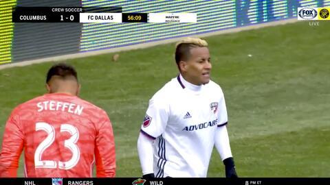 Con una asombrosa salvada el portero Zack Steffen le niega el gol a Michael Barrios