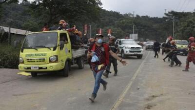 Nueva erupción del volcán de Fuego en Guatemala genera evacuaciones, falsas alarmas y pánico