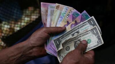 """""""Hasta el hielo lo venden en dólares"""": el apagón agrava el colapso económico y la escasez en Venezuela"""