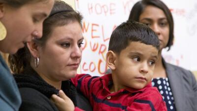 Congresistas y niños piden fin a detención de familias por razones migratorias