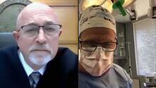 Le llueven críticas a un cirujano que participó en una audiencia judicial mientras operaba a un paciente