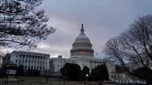 Entre la incertidumbre, empleados federales volvieron a sus labores tras la reapertura del gobierno
