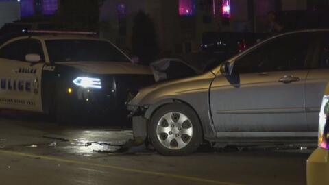 Policía de Dallas está tras la pista del conductor que chocó cuatro vehículos, dejó dos heridos y abandonó la escena