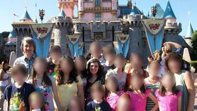 El inocente pedido de los 13 hijos torturados por sus padres en California: que les devuelvan su cámara