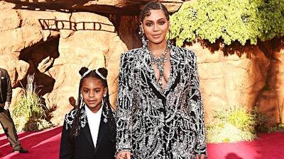 Beyoncé y su hija Blue Ivy roban cámara con sus looks en la premiere de 'The Lion King'