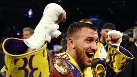 ¡Imponente! Lomachenko derrotó a Crolla con espectacular KO