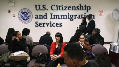 El servicio de inmigración propone un aumento general de tarifas de hasta un 83%