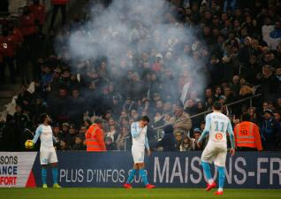 En fotos: los incidentes que hicieron suspender el juego entre Olympique de Marsella y Lille