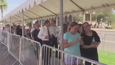 Miles de habitantes de Arizona se despiden del senador John McCain