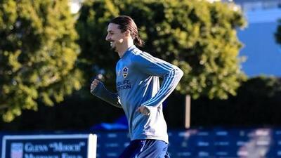 Barros Schelotto quiere contar con Zlatan el domingo, pero deja espacio para la duda