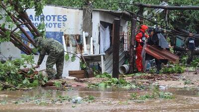 Inundaciones y personas atrapadas en sus casas: entre los estragos de la tormenta tropical Lorena en México