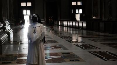 Revelan que El Vaticano tiene reglas secretas para los curas que engendran hijos