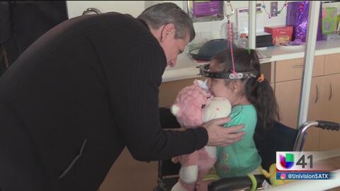 Arzobispo visita hospital de niños en San Antonio