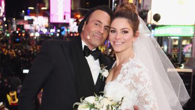 Conductores de televisión se casan en Times Square ante su audiencia para despedir el año
