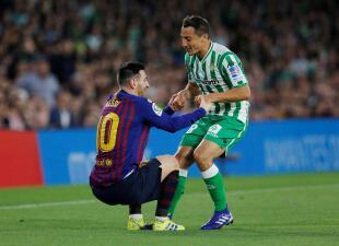 En fotos: Guardado y Lainez presenciaron el show de Messi en el triunfo de Barcelona sobre el Betis