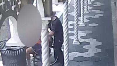 Así robaron la cartera a un hombre en silla de ruedas en Tampa