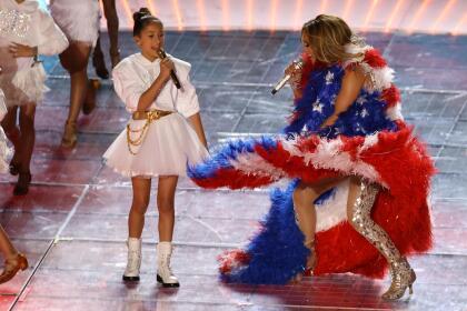 """'La Diva del Bronx' aseguró que Emme  <b>no se pone nerviosa</b>, ni se asusta antes de los shows por muy  <b><a href=""""https://www.univision.com/noticias/trending/jennifer-lopez-y-shakira-reivindican-el-orgullo-latino-y-critican-la-politica-migratoria-en-su-presentacion-en-el-super-bowl"""" target=""""_blank"""">grandes</a></b> o importantes que sean."""